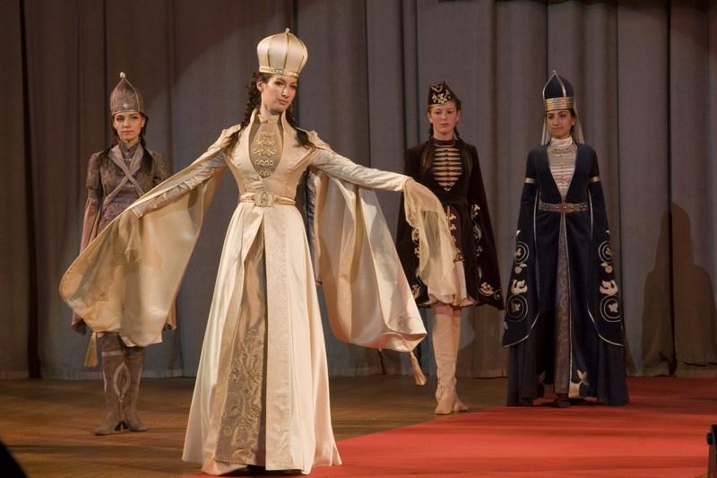"""...костюма  """"Этно-Эрато """", который проходил в столице с 14 по 15 апреля."""