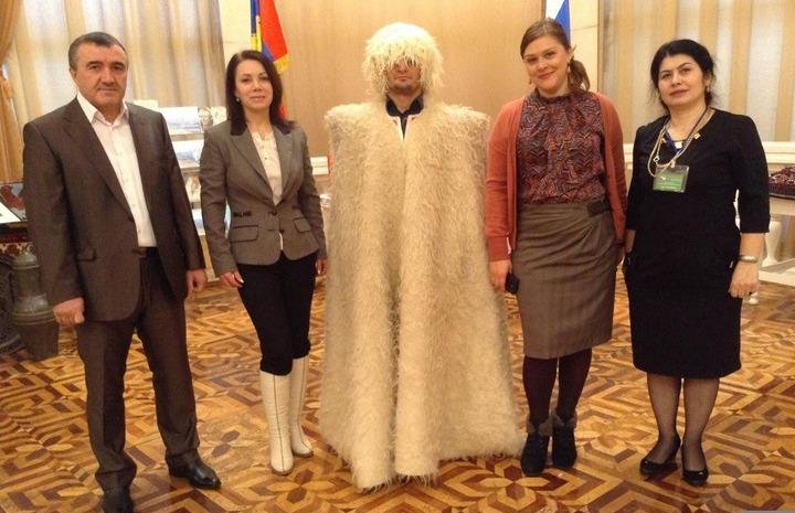 В Кострому привезли кубачинские кинжалы и табасаранские ковры