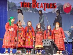 """Бурановские бабушки"" станцевали под азербайджанскую музыку с ""бурановским дедушкой"""