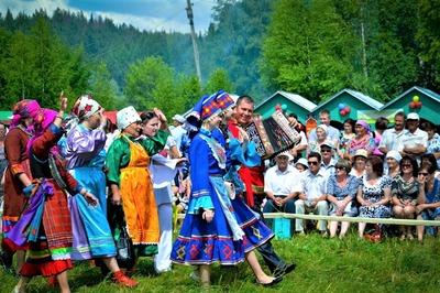 В Татарстане на форуме молодежи проведут флешмоб в удмуртских костюмах