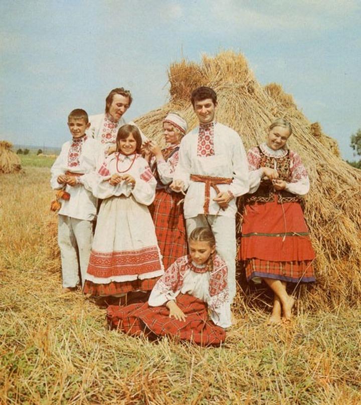 Белорусский народный костюм: стройный образ