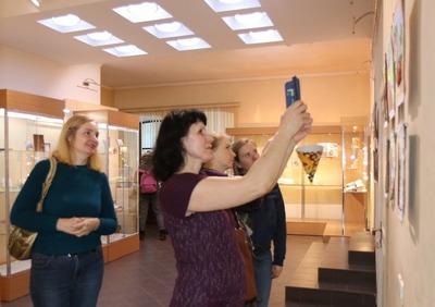 В Барнауле пословицы порвали на лоскутки