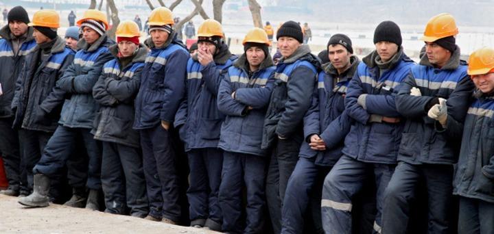 Раввин Зиновий Коган предложил давать преимущества приезжающим вместе с семьями мигрантам