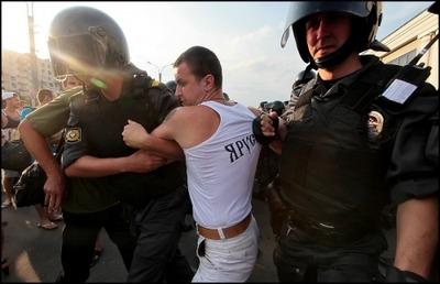 Устроившие народный сход после массовой драки в Петербурге националисты получили штрафы и аресты