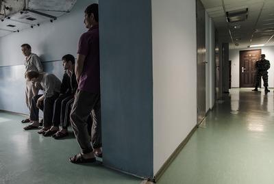 В Красноярске мигрантов судят за организацию беспорядков в центре временного содержания