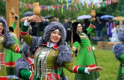 Конкурс запевал круговых танцев и конкурс национальных блюд пройдут на Ысыахе Туймаады в Якутске