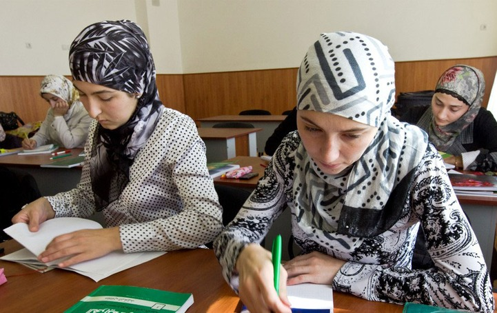 Дагестанский учитель: У нас в школах хиджабы не носят