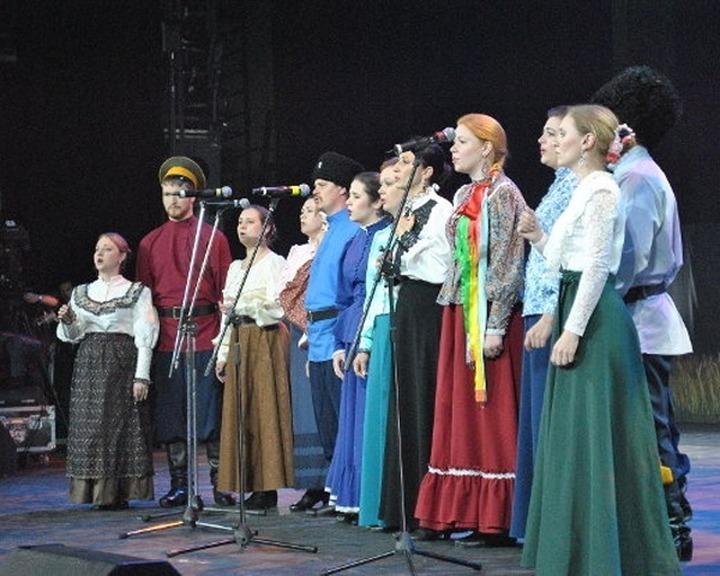 В Оренбурге погуляли казаки из шести регионов