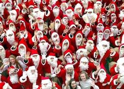 Сарапульских детей поздравили сразу 10 Дедов Морозов