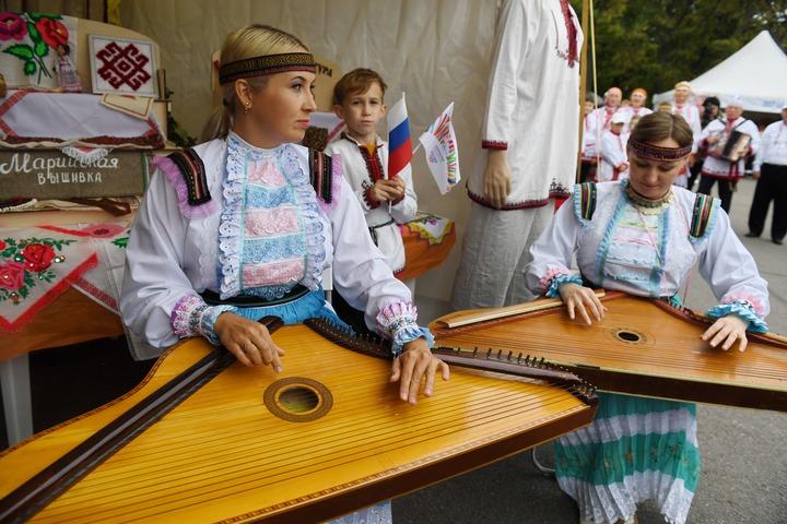 """""""Дерево единства"""" создали гости этнокультурного фестиваля в Ленобласти"""