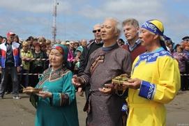 "Сахалинские аборигены провели обряд кормления ""хозяина моря"""