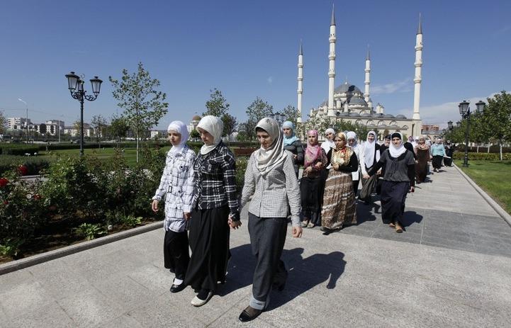 Кадыров опроверг слухи о запрете ношения хиджаба в Чечне