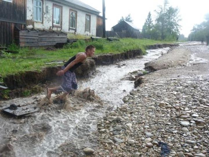 Маленькое эвенкийское село тоже смывает дождем