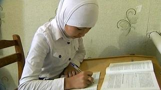 РПЦ вступилась за школьниц в мусульманских платках