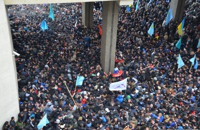 Российские татары вылетели в Крым с миротворческими целями