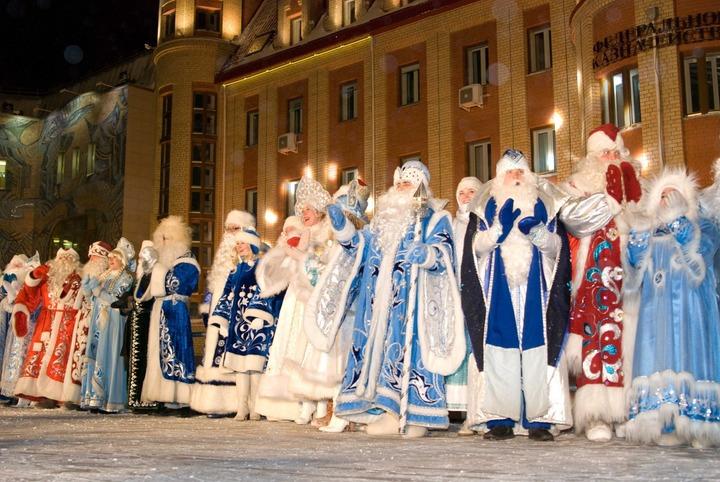 Более 20 команд Дедов Морозов и Снегурочек поборются за звание лучших в Ханты-Мансийске
