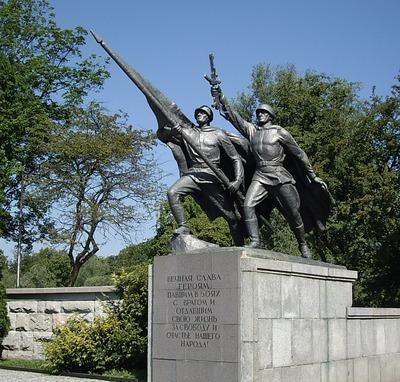 Националисты осудили осквернение советского памятника в Калининграде