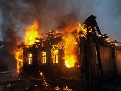 В Энгельсе сожгли дом цыган после их ссоры с местными жителями