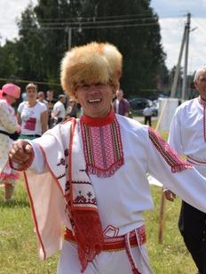 """Массовую """"Марийскую восьмерку"""" станцевали на этнофестивале в Татарстане"""