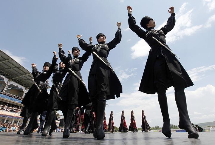 Политики Дагестана отпразднуют День Конституции республики в национальных костюмах