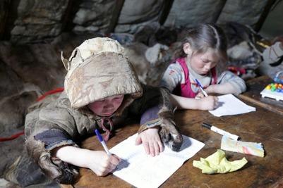 Детей кочевников на Ямале начали доставлять в школы