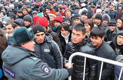 Националисты призвали ограничить миграцию после пожара в Москве