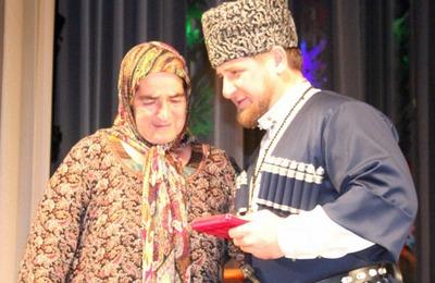 В День чеченской женщины Кадыров вручил медали Материнской славы