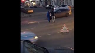 Полиция Астрахани начала искать мужчин, станцевавших лезгинку на дороге