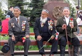 В Санкт-Петербурге открыли памятную плиту в честь оборонявших город в ВОВ таджикистанцев
