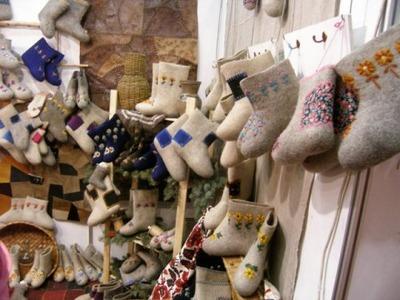 Удмуртские умельцы превратили валенок в ежика и украсили им квартиру