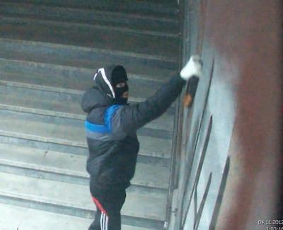 В Челябинской области памятник воинам ВОВ исписали свастикой