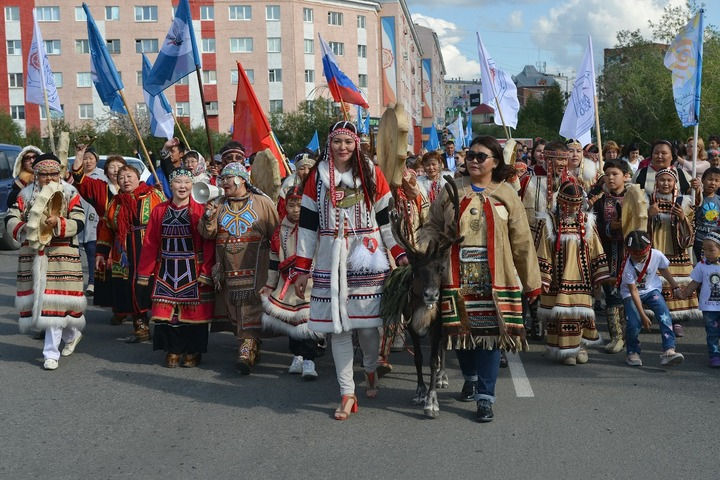 Шествие в национальных костюмах прошло в День коренных народов на Таймыре