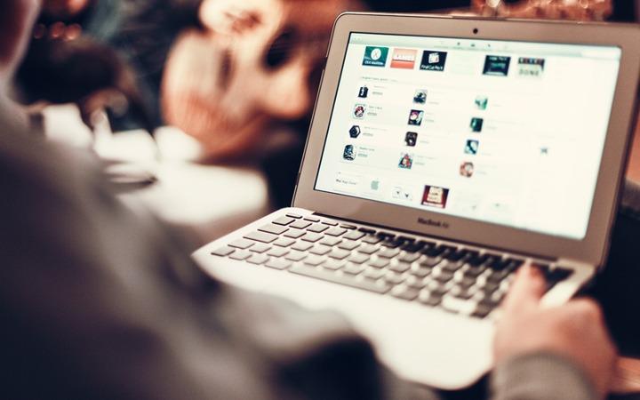 Названия соцсетей и почтовых сервисов предложили перевести на российские языки