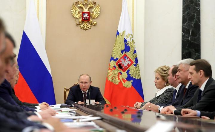 Путин призвал защитить российские границы от экстремистов и нелегалов
