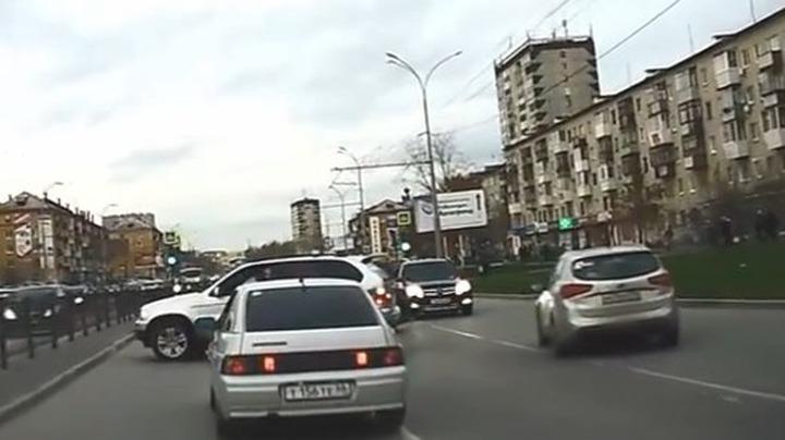 В Екатеринбурге диаспора отчитала жениха за хулиганство свадебного кортежа