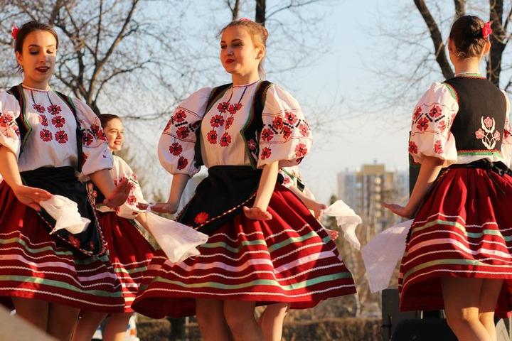 На флешмобе в Оренбурге исполнили танцы 12 народов