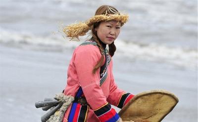 На Сахалине коренные народы накормили духа моря