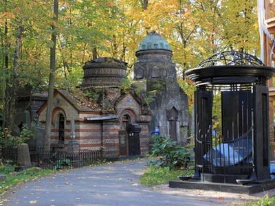В Петербурге вандалы повредили надгробия на еврейском кладбище