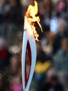 Олимпийский огонь в Майкопе встретили 12 всадников из разных адыгских племен