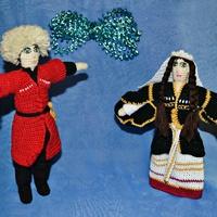Вязаные куклы в национальных костюмах
