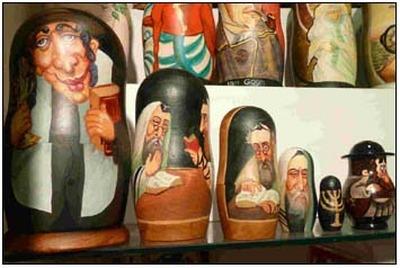 Центр Симона Визенталя пожаловался Чайке на матрешек-евреев и нацистские шахматы
