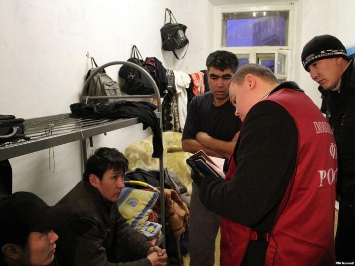 """Большинство россиян считают борьбу с """"резиновыми"""" квартирами эффективной мерой против нелегальной миграции"""