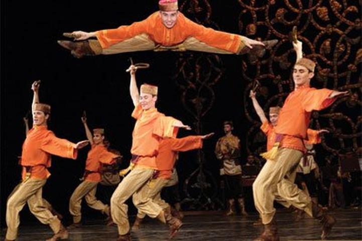 Государственный ансамбль песни и танца Республики Татарстан отмечает 75-летие