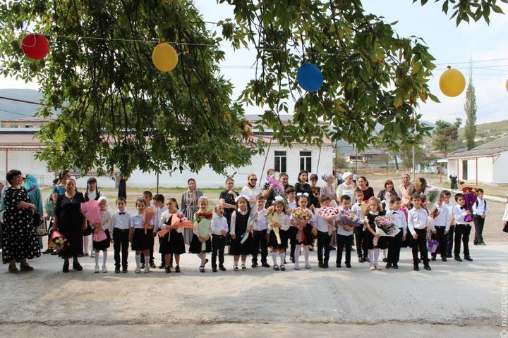 В Дагестане уволили замдиректора школы, не пускавшего на уроки учениц без косынок