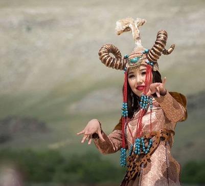 Красавицей Ёрдынских игр стала девушка из Бурятии