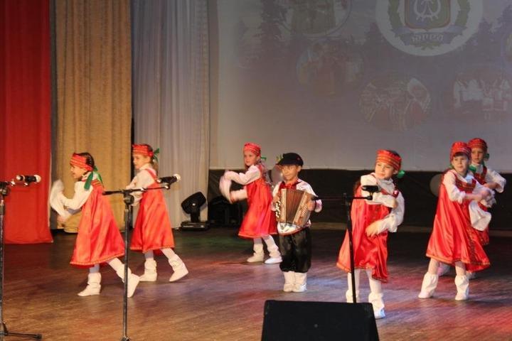 """В Югре провели фестиваль национальных культур """"Содружество. Мы - вместе"""""""