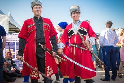 Флешмоб с фотографиями в национальных костюмах стартовал в Дагестане