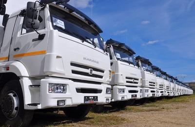 Мигрантам без российских прав запретили водить грузовики и такси