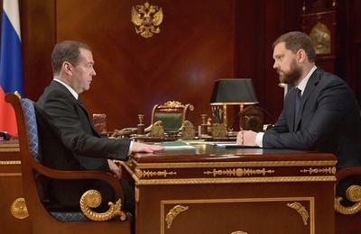 Медведев поручил ФАДН открыть Дом народов России