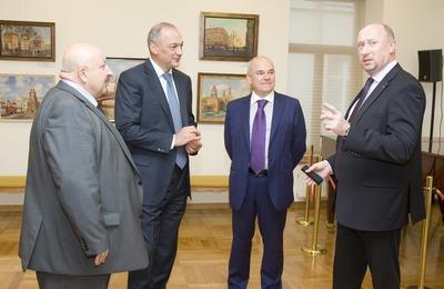 Замглавы АП Магомедов познакомился с работой Московского дома национальностей